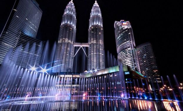 KualaLumpurKLCCPetronasTowersToursSpectacleEauLumiereWaterLightShow