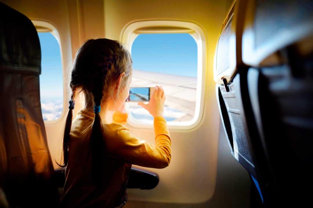 Consejos para viajar con nios en avin
