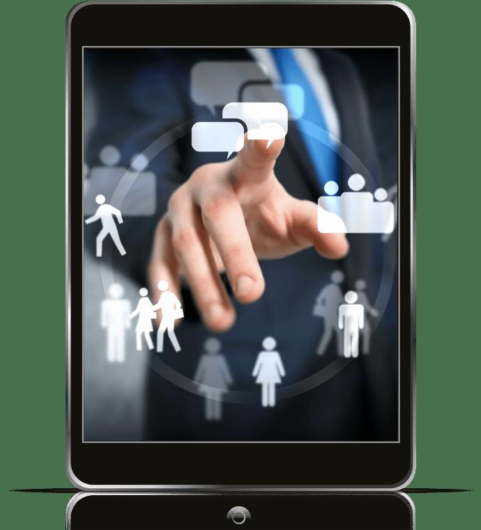 Un iPad con una mano tocando una pantalla para representar cómo funcionan los cursos de coaching online