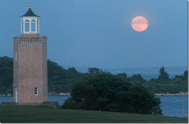 Supermoon Avery Point