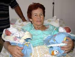 58 yaşında ikiz doğurdu