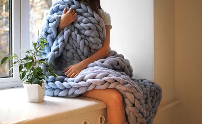 Ohhio-Knitted-blankets-sweaters-and-scarves-with-giant-stitches