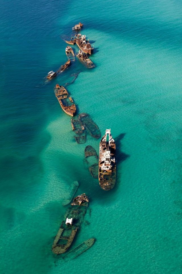 abandoned_ships_at_sea (8)