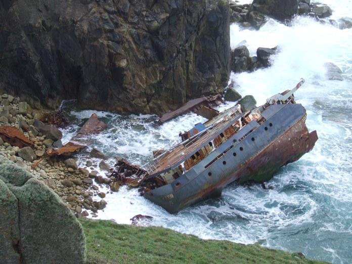 abandoned_ships_at_sea1