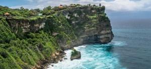 Bali_Uluwatu-temple-on-the-rock-cliff-with-stunning-ocean-view-