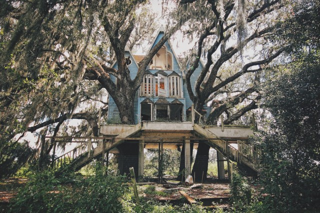 Florida, USA. Beautiful, tiny abandoned house, built in a Victorian style.