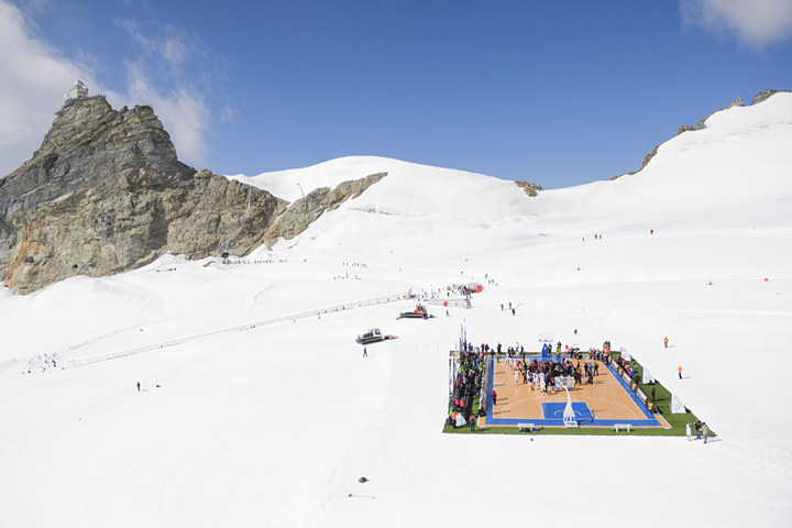Basketball game on the Aletsch glacier