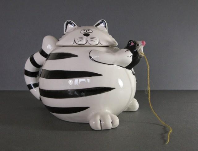 Yarn Bowl cat