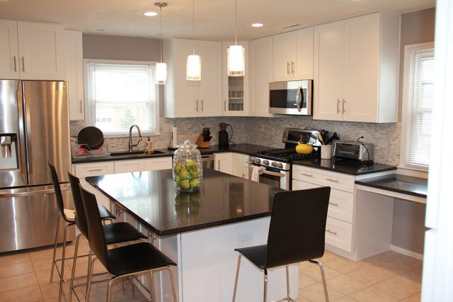 Let's discover the secrets of the successful kitchen remodeling - Northern Virginia has some great professionals to help you with this complicated mission.