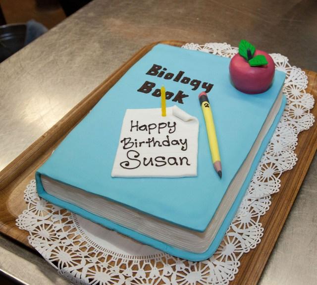 book lover creative cake idea