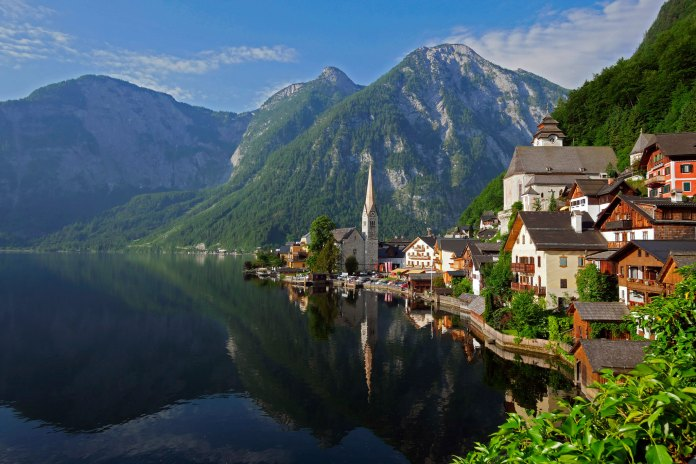 Town of Hallstatt on Lake Hallstatt, Salzkammergut, Upper Austria, Austria