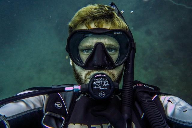 buy scuba diving gear