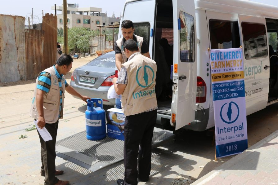 Interpal staff distribute aid to Palestinian refugees in Gaza
