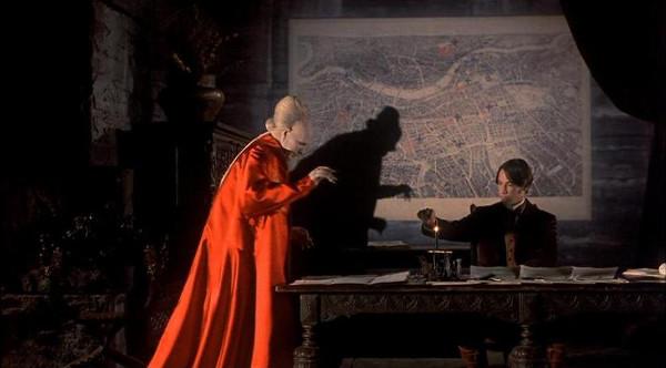 """Imagem do filme """"Drácula de Bram Stoker"""" (1992), dirigido por Francis Ford Coppola, com Gary Oldman e Keanu Reeves"""