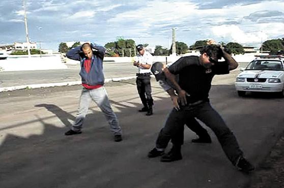 Humilhação, xingamentos e tortura marcam formação de policiais militares brasileiros