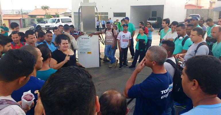 Trabalhadores da Amanco estão em greve, em Sumaré