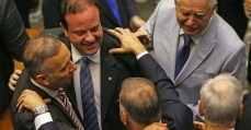 Veja os nomes dos deputados que absolveram Michel Temer