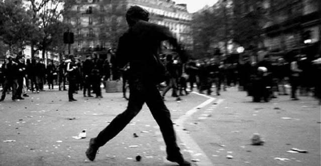 'No Intenso Agora': Mãe, Mao e Maio Francês na delicadeza do sonhos revolucionários