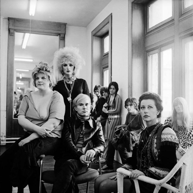 Andy Warhol ed alcuni stravaganti frequentatori della sua Factory