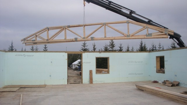 Trusses Positioned on Top Plate