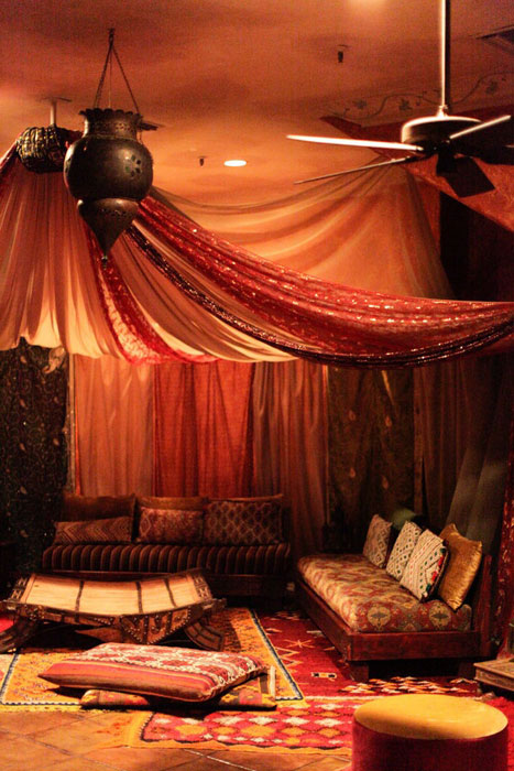 How to Set Up a Lounge Space at Your Reception