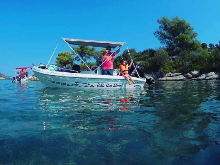 Relax and Enjoy a Licensee-free Boat Rental perfect for family vacations