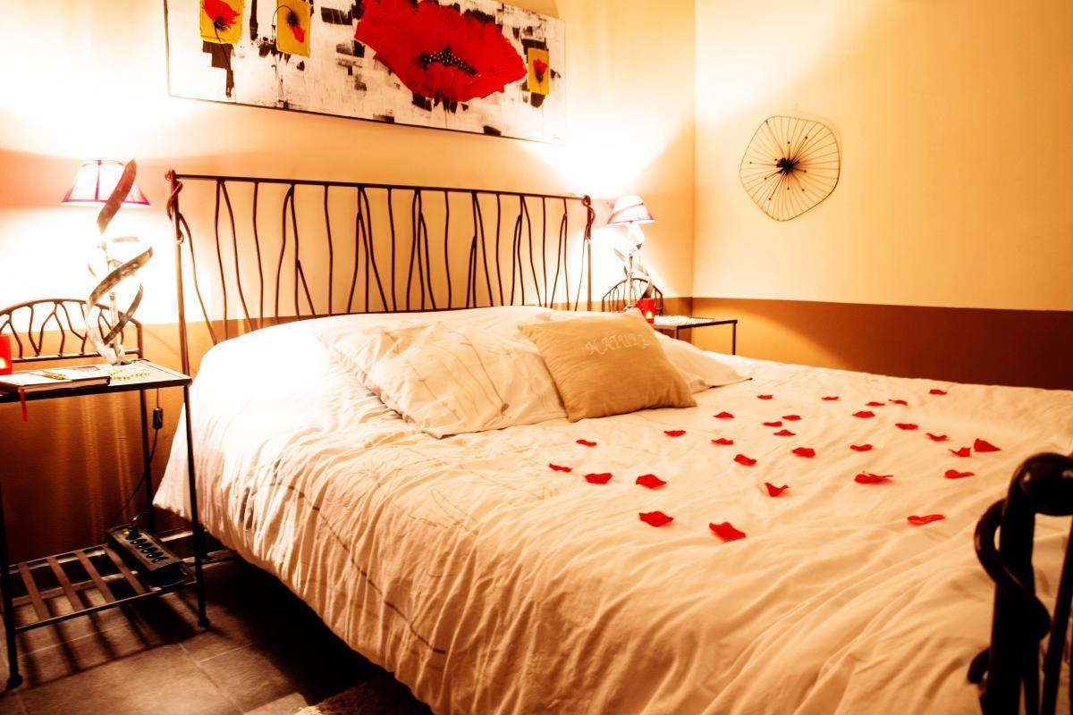 Louer Chambre romantique  Plan dOrgon pour 2 jacuzzi et douche balno  Introuvable