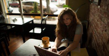 11 coisas que as pessoas não percebem que você está fazendo porque você é um introvertido