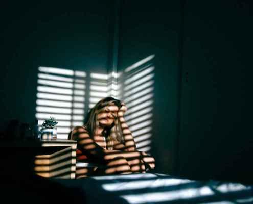 As suas crenças e suposições sobre a introversão podem fazê-lo sentir-se mal sobre si mesmo