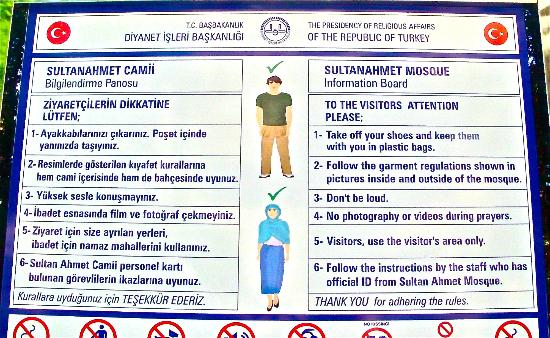 Come vestirsi per visitare la Moschea Blu e le altre moschee in Turchia  In Turchia