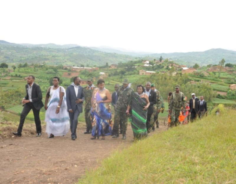 Abayobozi batandukanye berekeza aho gahunda z'ibiganiro zigomba kubera