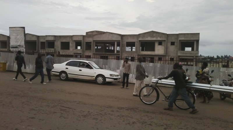 Zimwe mu nyubako zigize gare ya Muhanga yahagaritse imirimo yo kubakwa.