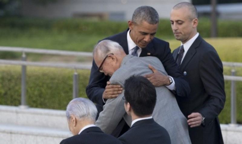 Uyu musaza, nyuma y'ibyabaye Hiroshima yararokotse, yagize amahirwe yo guhoberana na Obama.