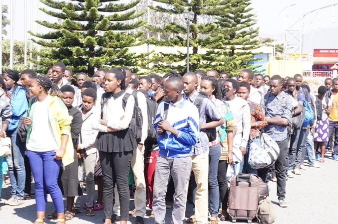 Abagiye gutozwa ubwo bari ku murongo bagira ngo berekeza Gabiro.