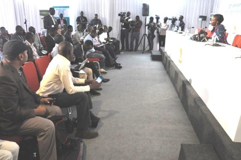 Abanyamakuru mu kiganiro na Minisitiri w'ububanyi n'amahanga w'u Rwanda Louise Mushikiwabo.