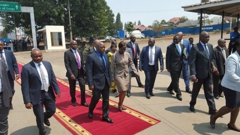 Minisitiri w'ububanyi n'amahanga w'u Rwanda Louise Mushikiwabo ari kumwe na Perezida Kabila