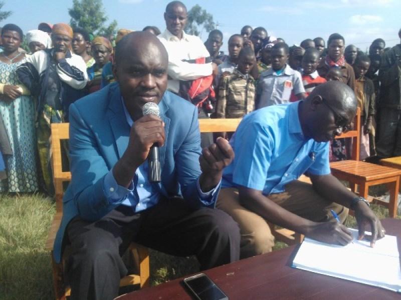 Umunyamabanga nshingwabikorwa w'umurenge wa Nyange afasha gukemura ibibazo.