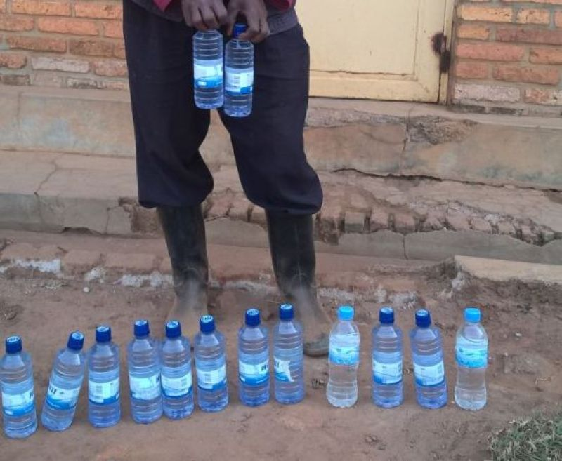 Utu ducupa ubona, ikirimo si amazi asanzwe, harimo inzoga ya Kanyanga itemewe kubutaka bw'u Rwanda.
