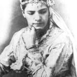 Jeune algéroise portant le khit er rouh