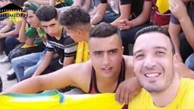 Photo de Détenu pour port du drapeau amazigh à Mostaganem, le jeune Hakim Aissi acquitté