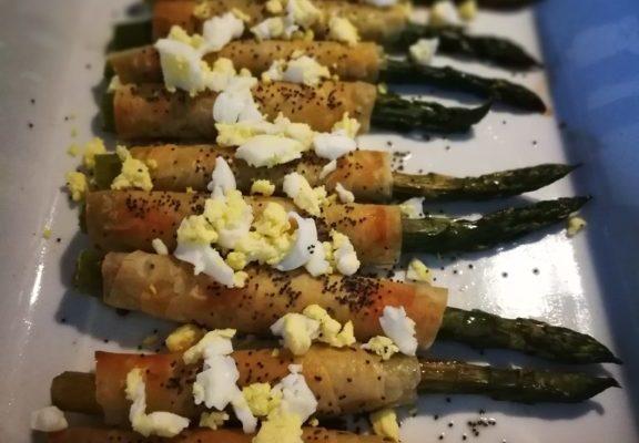 Asparagi in crosta con uova di quaglia