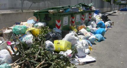 Emergenza rifiuti: adesso in certe aree della Sicilia si rischia l'emergenza sanitaria