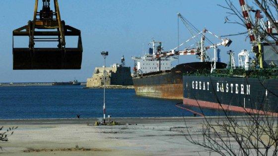 Nei porti siciliani continuano ad arrivare carichi di grani duri provenienti da chissà dove
