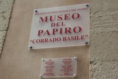 Il Museo del papiro di Siracusa vende 20 frammenti di papiri per autofinanziarsi!