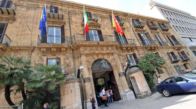 Impugnata (come previsto) la Finanziaria siciliana. Resta aperto il nodo sanità