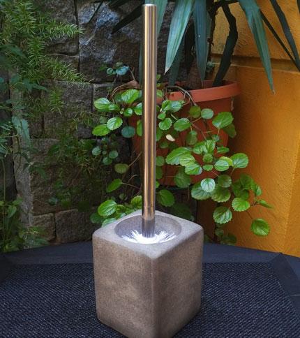 Foto 1 - Escobilla de baño con base tipo cemento