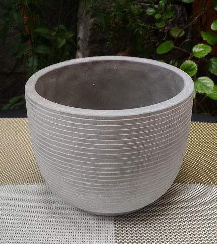Maceta cemento rayada - Foto frontal - Tamaño 15 cm diámetro