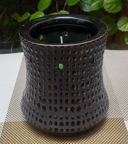 Foto 5. Candelabro de ceramica con vela. Negro