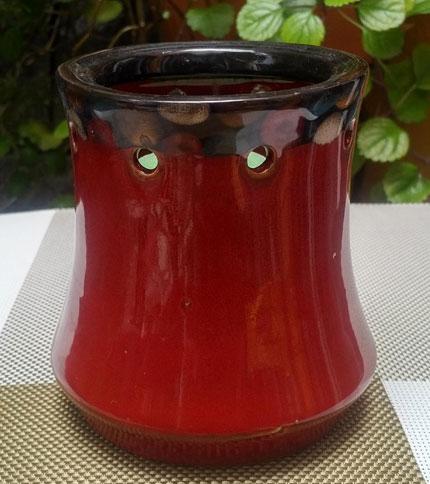 Foto 3. Candelabro de ceramica con vela. Rojo