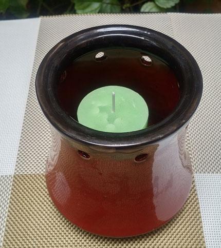 Foto 2. Candelabro de ceramica con vela. Rojo